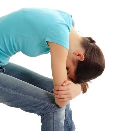 persona deprimida: la depresi�n adolescente lloraba sola aisladas sobre fondo blanco Foto de archivo