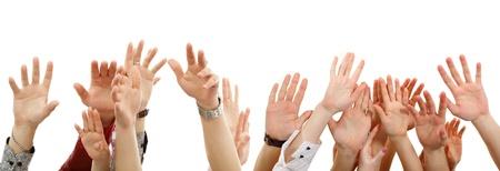 manos levantadas: manos en alto grupo de personas aisladas en blanco backround