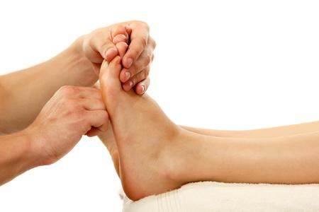reflexologie: massage des pieds femelles close-up isol� sur fond blanc Banque d'images