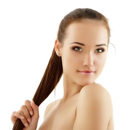 hair spa: adolescente alegre disfrutando de hermosa aisladas sobre fondo blanco Foto de archivo
