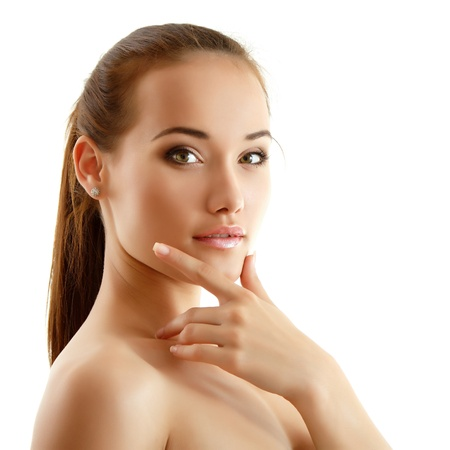 piel: chica adolescente alegre hermosa que disfruta aisladas sobre fondo blanco