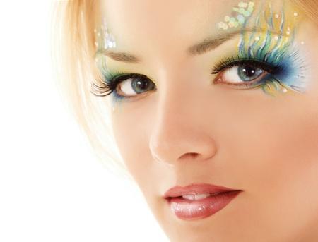 maquillaje de fantasia: adolescente maquillaje hermosa sirena aisladas sobre fondo blanco Foto de archivo