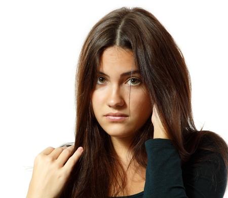 ragazza depressa: Ritratto di ragazza adolescente in depressione dura pianto solitario isolato su sfondo bianco
