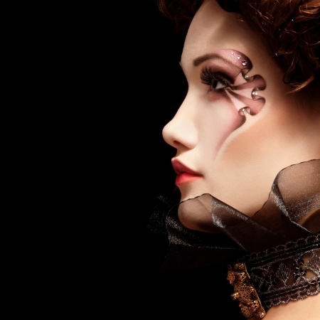aristocrático: mujer hermosa de Halloween vampiro arist�crata barroco, sobre fondo negro