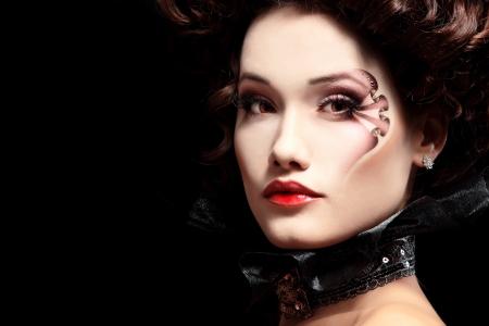 aristocrático: mujer hermosa de Halloween vampiro arist�crata barroco sobre fondo negro Foto de archivo