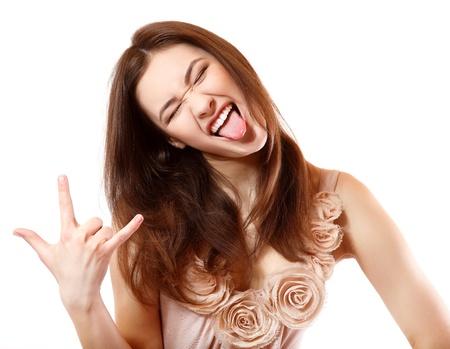 舌: 美しい十代の少女恍惚を満足させる笑顔と彼女の手でジェスチャーの肖像画。白い背景で隔離