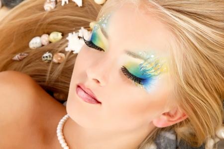 maquillaje de fantasia: sirena adolescente hermosa chica de maquillaje