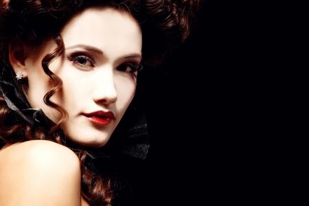 mujer hermosa de Halloween vampiro aristócrata barroco Foto de archivo