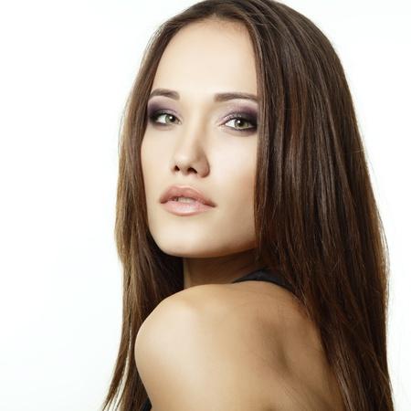 mooie vrouwen: portret van jonge mooie vrouw, geïsoleerd op witte achtergrond