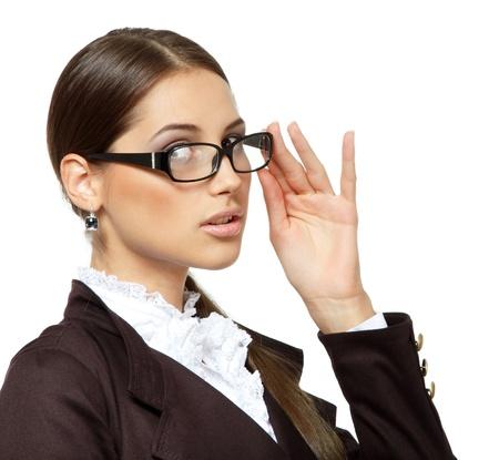 portrait de femme d'affaires attrayant avec des lunettes, isolé sur blanc, studio