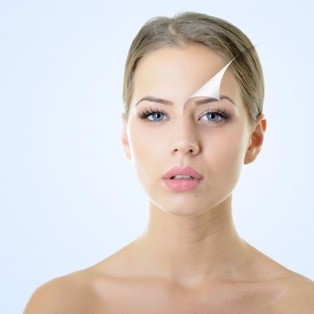 piel: concepto de anti-envejecimiento, retrato de la bella mujer con problemas y el concepto limpia la piel, el envejecimiento y la juventud, tratamientos de belleza