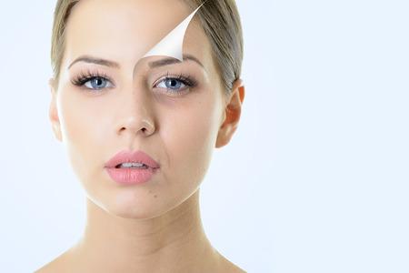 concetto di anti-invecchiamento, ritratto di bella donna con problemi e la pelle pulita, l'invecchiamento e il concetto di giovinezza, trattamenti di bellezza