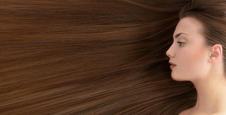 茶色の髪。長い健康的な髪の美しい若い女性。