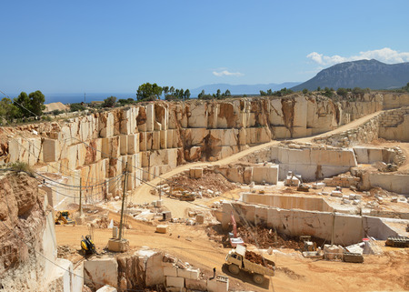 paesaggio industriale: Impianto di estrazione mineraria. Cava di marmo. Miniera a cielo aperto. Paesaggio industriale. Archivio Fotografico