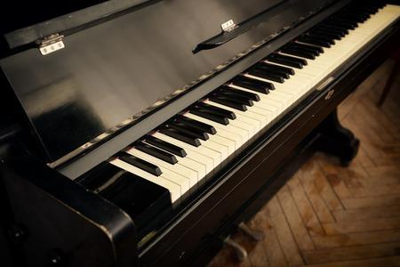fortepian: Close-up retro klawiszy fortepianu