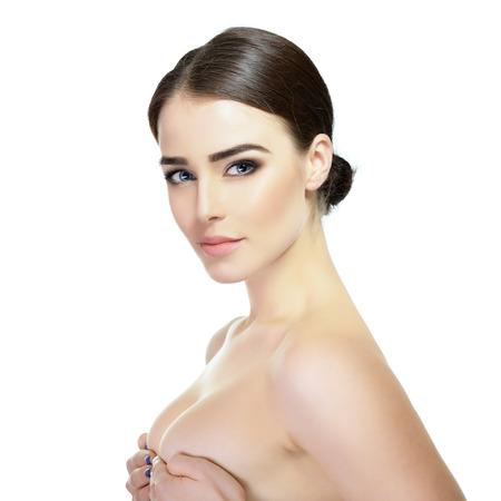 tratamientos corporales: La belleza de la mujer Majestic. Retrato de la muchacha sobre el fondo blanco. Tratamientos de belleza, cosmetología, spa, cuidado de la salud, el cuerpo y el concepto de cuidado de la piel.