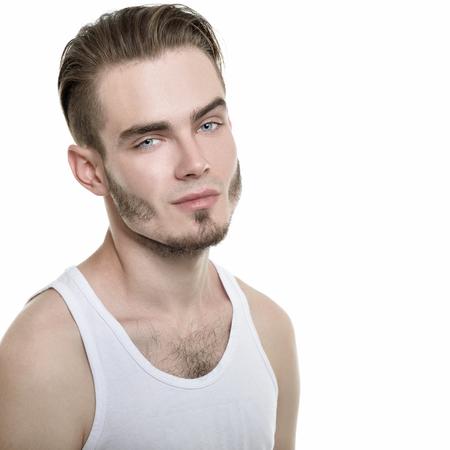 Retrato de hombre joven sobre fondo blanco, la imagen de tonos. Foto de archivo