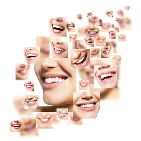 dientes sanos: Conjunto de sonrisas hermosas. Perfecto sonrisas amplias de jóvenes mujeres frescas y hombres con grandes dientes blancos saludables, aislados sobre fondo blanco. Cuidado dental, blanqueamiento, estomatología, restauración de dientes, prótesis, concepto de higiene bucal. Smiley enfrenta detalles.