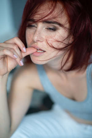 Beautiful young stylish ginger woman with freckles. Fashion portrait of charming girl wearing casual clothes posing at home. Passion Foto de archivo