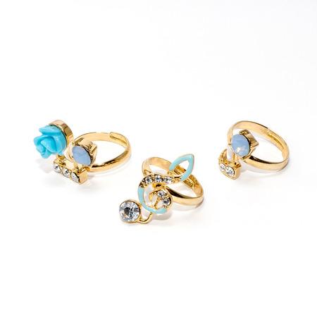joyas de oro: Jewerly sobre fondo blanco