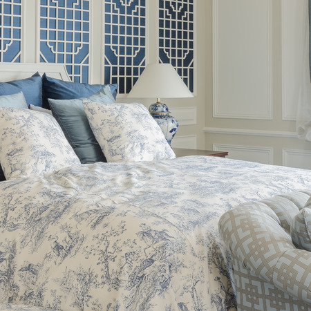 king size: luxury king size bed in beroom with sofa bed at home