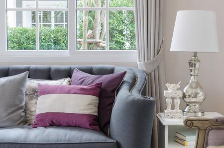 Design di lusso soggiorno con divano e la lampada sul tavolo a casa Archivio Fotografico - 34873691