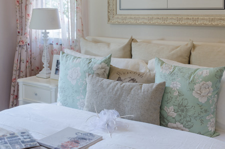 luxury bedroom with vintage color pillows on bed at home Standard-Bild