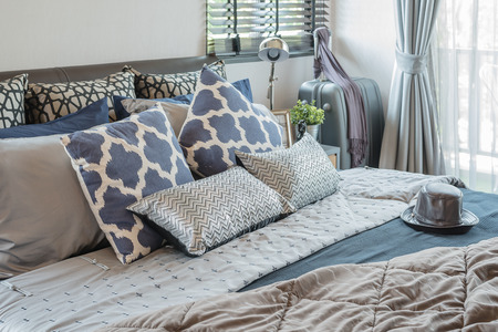 luxury bedroom with pillows on bed at home Standard-Bild