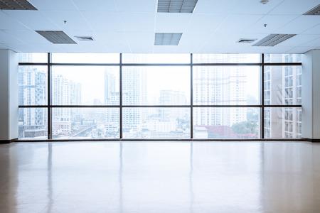 Espacio de oficina vacía con ventana grande, imagen cosecha estilo proceso Foto de archivo - 48533463