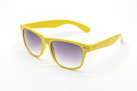 gafas de sol: gafas de sol amarillas aisladas en un fondo blanco Foto de archivo