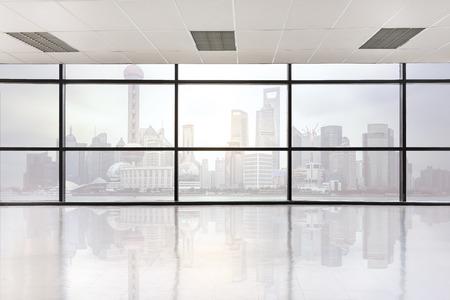 vide espace de bureau avec une grande fenêtre, un processus de style vintage picture