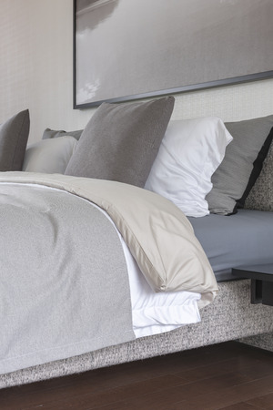 bedroom design: modern bedroom style with grey color tone design Stock Photo