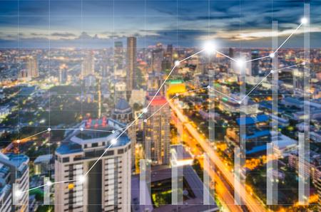 Conceptueel van bedrijfsbeeld met financiële grafieken en grafieken op blur cityscape als achtergrond, vintage stijl proces Stockfoto