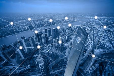 concetto di rete e connessione con paesaggio urbano come sfondo, concetto di business, processo di stile vintage