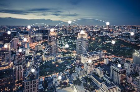 Concepto de red y conexión con paisaje urbano como fondo, concepto de negocio, proceso de estilo vintage