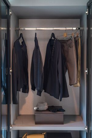 modern wardorbe with set of clothes hanging on rail, modern closet interior design concept Imagens