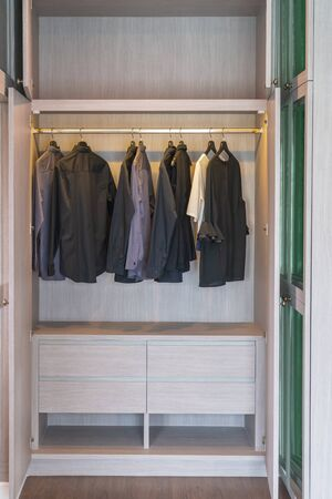 modern wardorbe with set of clothes hanging on rail, modern closet interior design concept 版權商用圖片