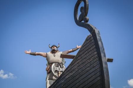 그의 배에 강한 바이킹