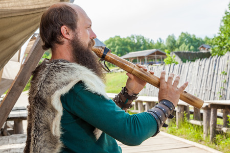 vestidos de epoca: Vikingo flautista
