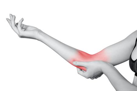 팔꿈치 통증을 가진 젊은 여자의 근접 촬영보기. 흰색 배경에 고립. 빨간 점이있는 흑백 사진.