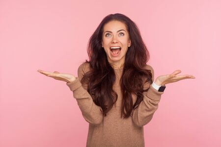 I have no idea! Portrait of excited happy young woman with brunette wavy hair shrugging shoulders in bewilderment, gesturing I dont know, who cares, so what. studio shot isolated on pink background 版權商用圖片