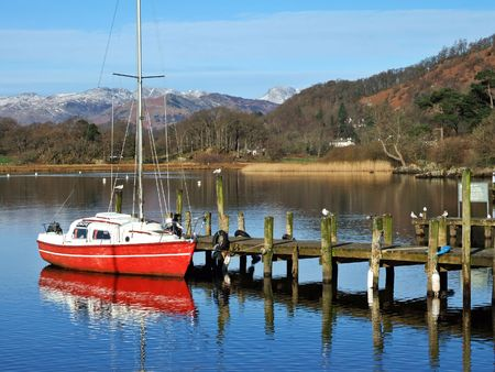 Red boat on Windermere Stock Photo - 903141