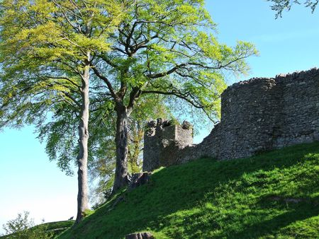 remains: Remains of Kendal castle on motte Stock Photo