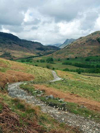 langdale pikes: The Langdale Pikes and a footpath