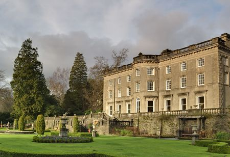 A Large Country house at Rydal in the English lake District, with a formal garden designed by Thomas Mawson 免版税图像 - 2513262