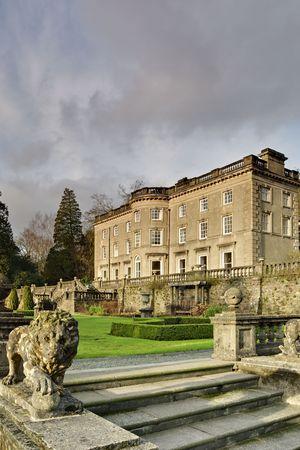 Duży dom w Rydal w angielskiej Lake District, z formalnego ogród zaprojektowany przez Tomasza Mawson Zdjęcie Seryjne