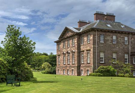 Duże country house i przycinarek Zdjęcie Seryjne