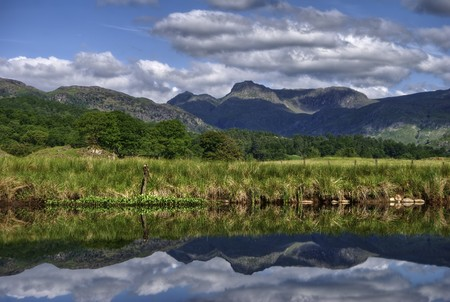 langdale pikes: The Langdale Pikes reflected in river Brathay at Elterwater, the English Lake District