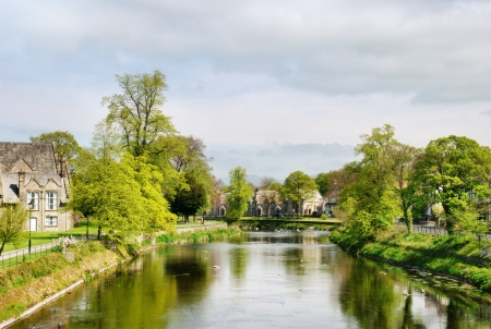 meanders: Tranquil view of the River Kent as it meanders through the quaint stone houses in Kendall Stock Photo