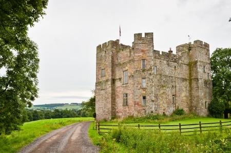 14th: La 14 � siglo Dacre Castle cerca de Penrith, Cumbria, Inglaterra del Norte